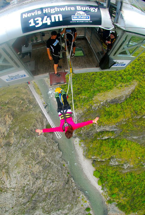 bungee-jumping-nevis-bungee-queenstown-new-zealand